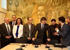 """Puigdemont anima a """"construir un nuevo país sobre las vigas maestras"""" de Prat de la Riba"""