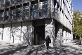 Dos años de prisión por pagar con tarjetas falsas su estancia en un hotel de lujo de Barcelona