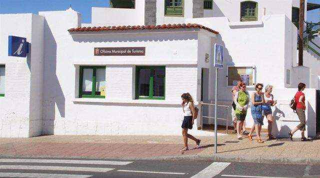 La oficina de turismo de playa blanca lanzarote recibe for Oficina turismo lanzarote