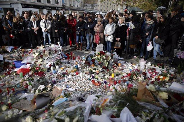 Minuto de silencio en Bataclan por las victimas en París