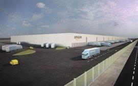 García-Page muestra su satisfacción por los más de 900 empleos que Amazon creará en Illescas los próximos tres años