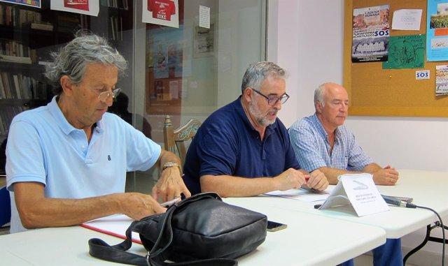 En el centro, el coordinador de la Mesa del Tren, José Carlos Tejada