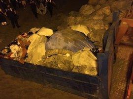 Policías de Benalmádena y Torremolinos se incautan de una tonelada de material para venta ambulante ilegal