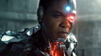 Vídeo: The Flash y Cyborg alucinan con sus figuras de Liga de la Justicia