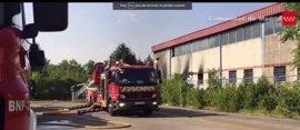 """Extinguido el fuego en una nave industrial abandonada con """"gran cantidad de colchones"""" en Leganés"""