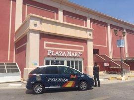 Tres arrestados por asaltar a la empleada de una tienda de Alicante y robar 40.000 €