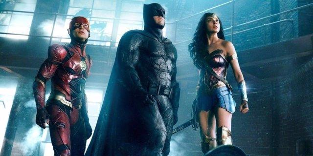 Flash junto a Wonder Woman y Batman