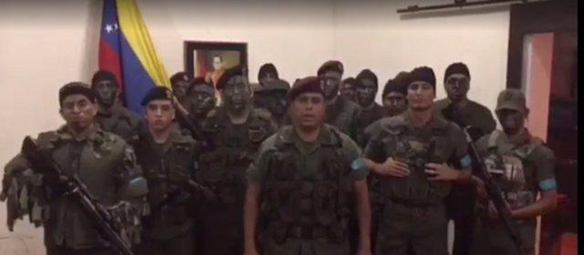 """Militares venezolanos en """"legítima rebeldía"""" contra Maduro"""