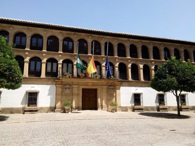 Banderas a media asta ayuntamiento de Ronda Málaga luto india fallecidos