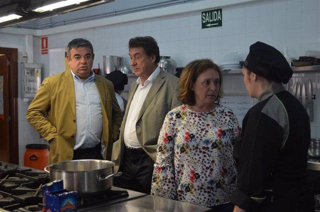 León: Martínez Prieto (2I) en la visita