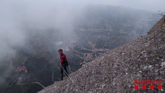 Los Bomberos rescatan a dos escaladores en Montserrat