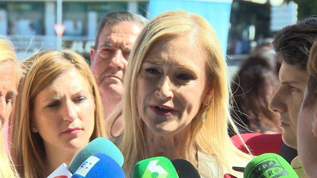 """Cifuentes espera solución """"lo antes posible"""" a huelga en el Prat"""