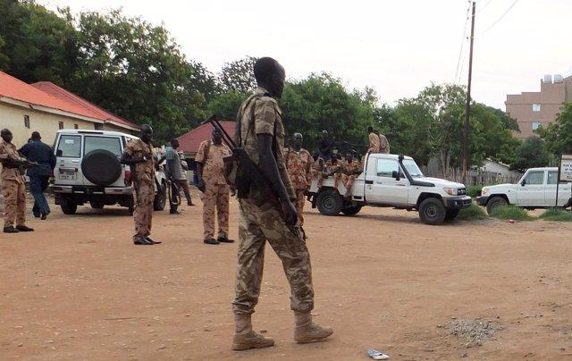 Militares patrullando en las calles de Yuba, capital de Sudán del Sur