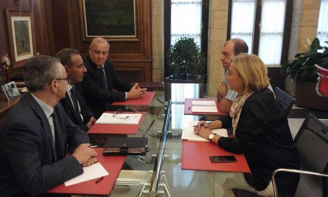 Reunión entre Fernando Lastra y Mariví Monteserín