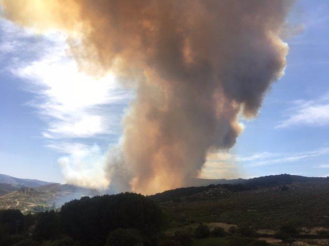 Imagen del incendio declarado en Gredos este lunes