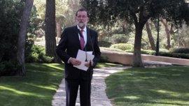 """Rajoy pide """"sentido común"""" a Eulen y trabajadores para que El Prat recupere """"cuanto antes"""" la normalidad"""