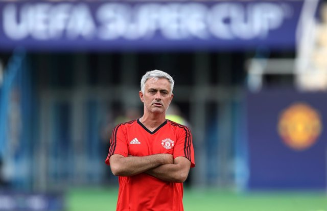 Jose Mourinho sobre el césped del Filip II