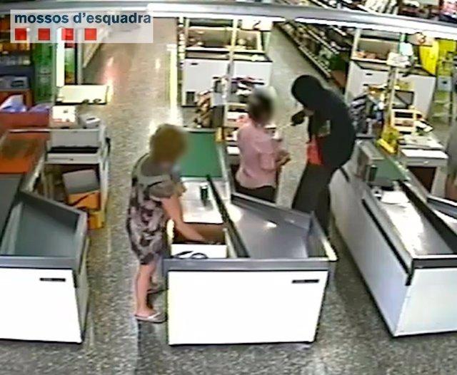 Robo con intimidación en un supermercado de Segur de Calafell