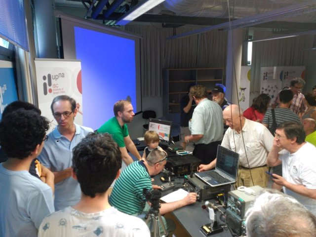 Exhibición de equipos de comunicaciones en onda corta para radioaficionados