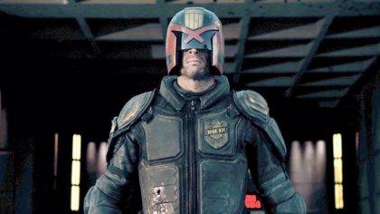 Karl Urban volverá a ser el Juez Dredd en la serie Mega-City One