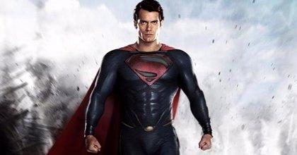 Superman presume de traje nuevo en la nueva imagen de La Liga de la Justicia