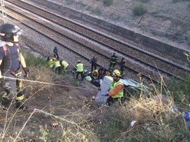 Los trabajadores que sufrieron un accidente cerca del Parque Juan Carlos I siguen ingresados con pronóstico reservado