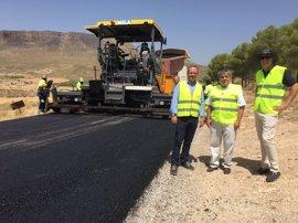 Obras en Huéscar para reparar el firme en dos kilómetros de la A-4301