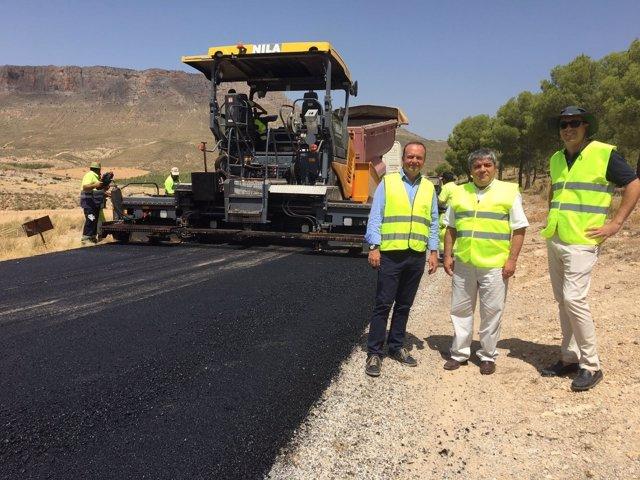 El director general de Infraestructuras , Jesús Huertas, visita la A-4301