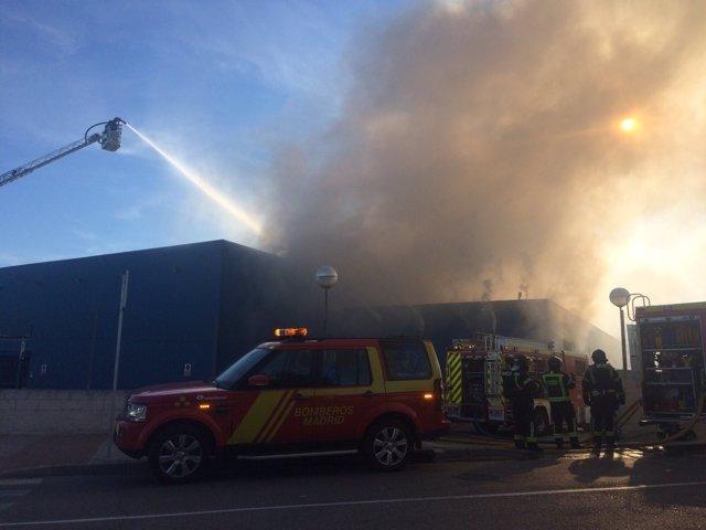 Extinguido un incendio en una nave industrial en Vicálvaro
