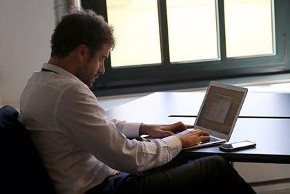 Economía.- Más de la mitad de las empresas prefieren contratar antes que formar, según Deusto Formación