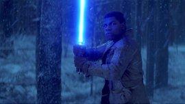 """Star Wars: John Boyega promete una """"épica y oscura historia"""" en Los últimos Jedi"""