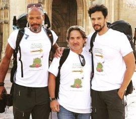 El actor Stany Coppet inicia desde Oviedo el Camino de Santiago por un fin solidario