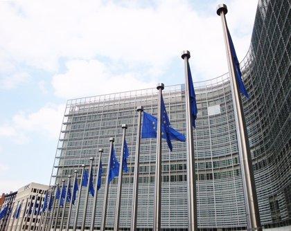 """Bruselas afirma que la economía de la Eurozona está """"en forma"""" diez años después del inicio de la crisis"""