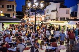 Los partidos no ven riesgo de 'turismofobia' en Andalucía pero piden mejoras laborales