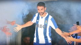El Deportivo hace oficial el regreso del delantero Adrián López