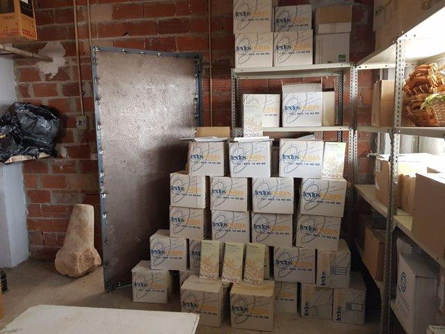Cajas con libros encontradas en una nave