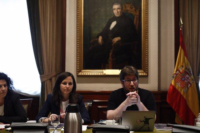 Ione Belarra, Miguel Urbán i Maribel Mora presenten els mitjans un informe
