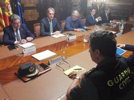 Comienza la reunión del comité de crisis por la huelga en El Prat presidida por De la Serna