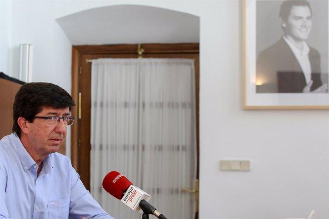 Juan Marín durante la entrevista