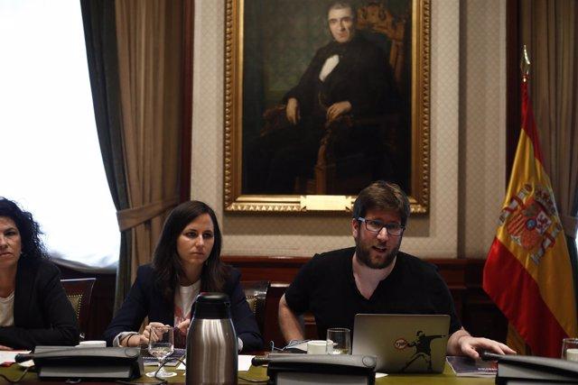 Ione Belarra, Miguel Urbán y Maribel Mora presentan a los medios un informe