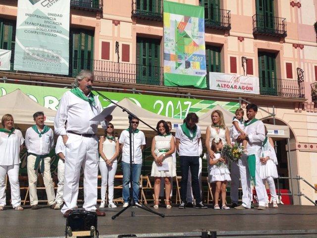 Comerciantes de Huesca homenajean a Francisco Arnal.
