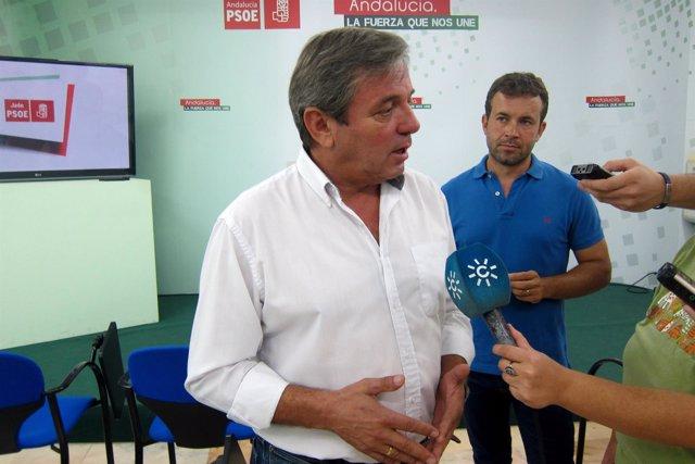 Juan Eugenio Ortega informa sobre el incendio de Segura de la Sierra.