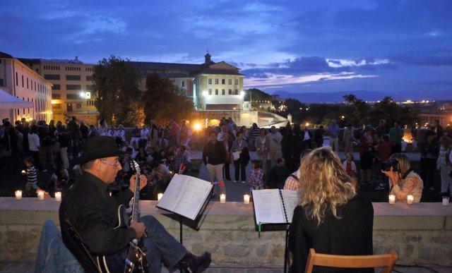 Actuación musical en una de las sesiones de 'La muralla a la luz de las velas'
