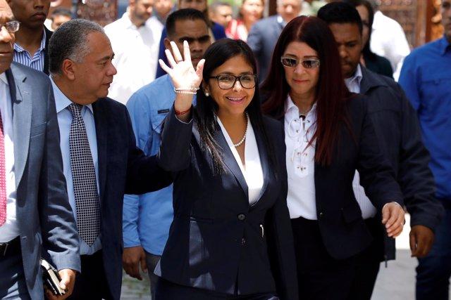 Delcy Rodríguez y Cilia Flores asisten a una sesión de la Asamblea Constituyente