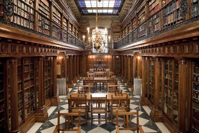 Interior de la biblioteca Menéndez Pelayo en Santander