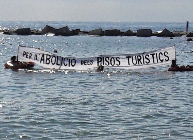 Manifestación en la playa de la Barceloneta