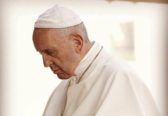 El Papa Francisco rezando, en una imagen publicada en su cuenta de Instagram