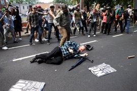 Al menos un muerto y 19 heridos en el atropello masivo durante una protesta antifascista en Charlottesville