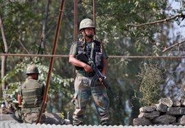 Dos militares indios y tres milicianos muertos en un enfrentamiento en Cachemira