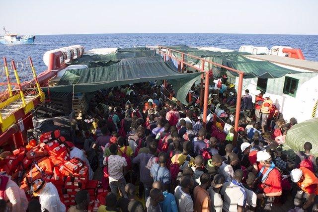 Barco de rescat de Save the Children en el Mediterrani
